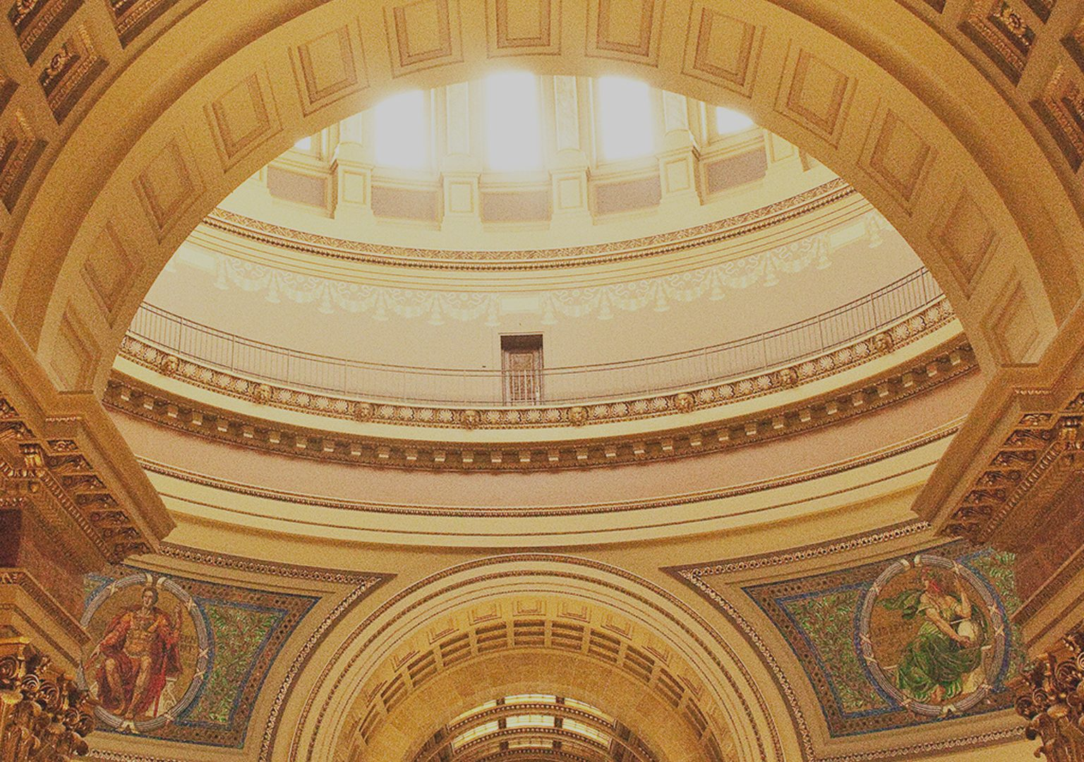 Low angle interior shot of Wisconsin State Capitol rotunda